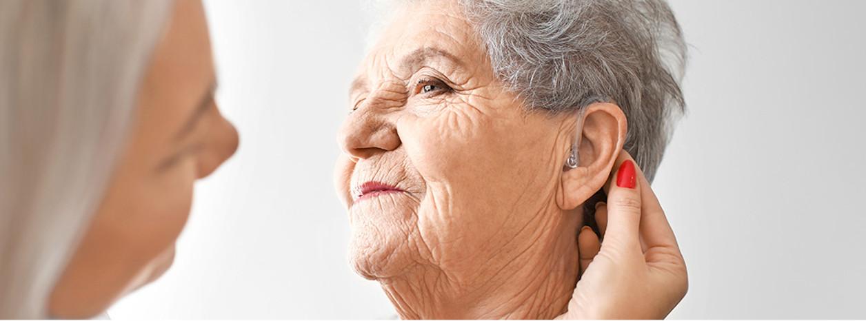 niedosłuch u osoby starszej